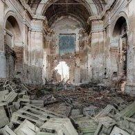 La vieille église sans toit ni foi